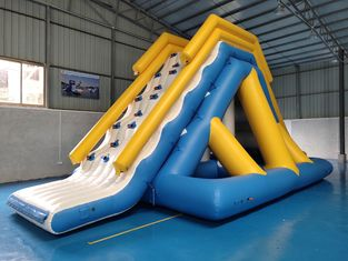 0.9mm PVC Tarpaulin Giant Inflatable Floating Water Slide Dengan Sertifikat TUV